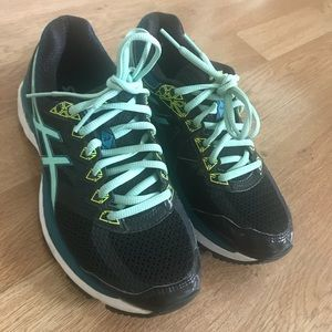 Asics women's running shoes size 6.5. New in box.